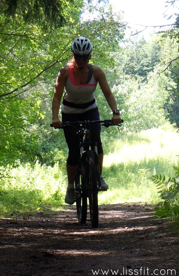 mtb cykel i skogen lissfit.jpg