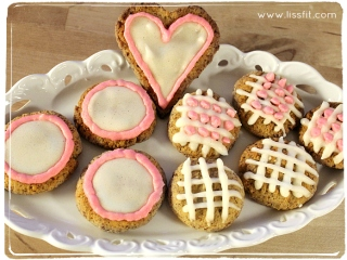 Glutenfrie Hasselnøttkaker med mandelglasur ala lissfit