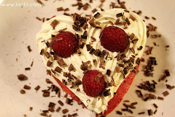 valentinhjerte cream cheese frosting bringebær ssjokolade ala lissfit