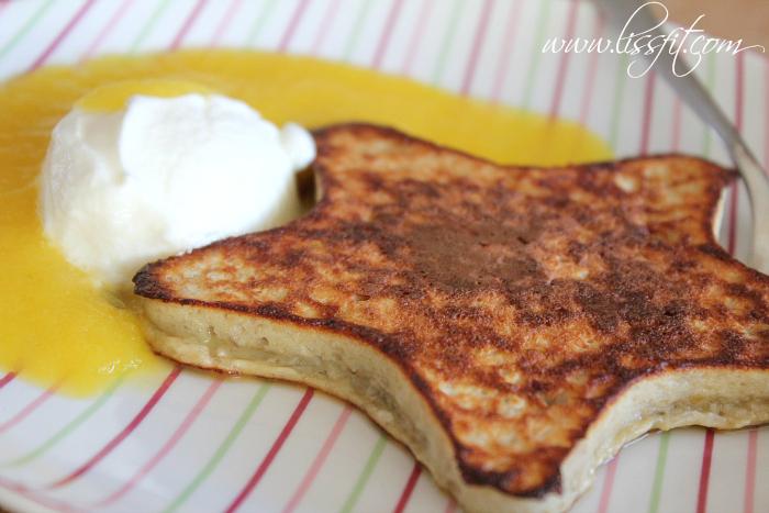 Glutenfritt: Tjocka proteinpannkakor med banan ochkokos