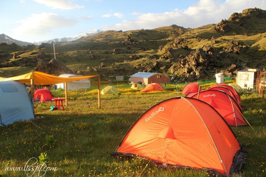 base camp mt elbrus caucasus lissfit