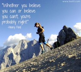 Fjäll löpning i Dolomiterna med citat