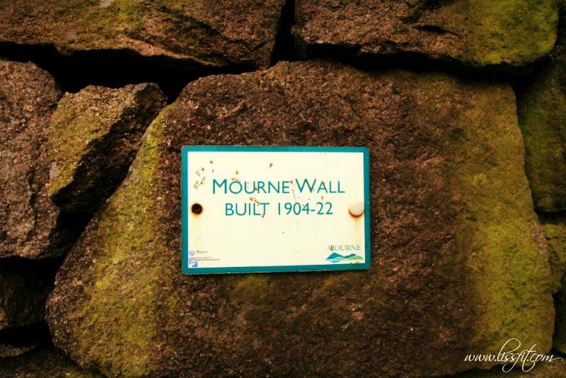 Mourne Wall info skylt