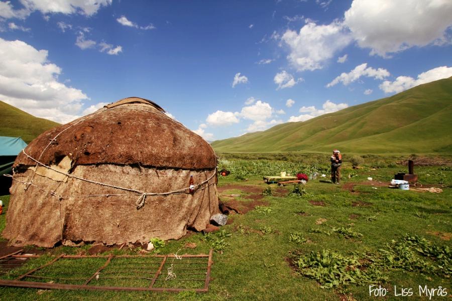 Kyrgyzstan yurta herder place liss