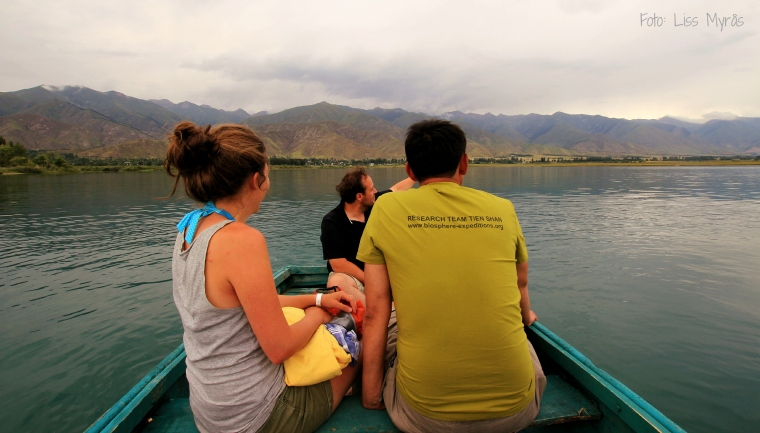 issyk kul lake rowingboat evening liss