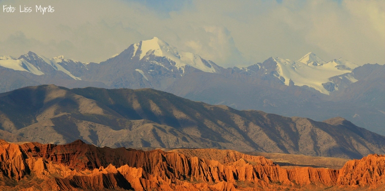 mountains around issyk kul lake liss