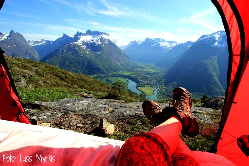 Romsdalseggen Trollveggen telt utsikt Romsdal Foto Liss Myrås