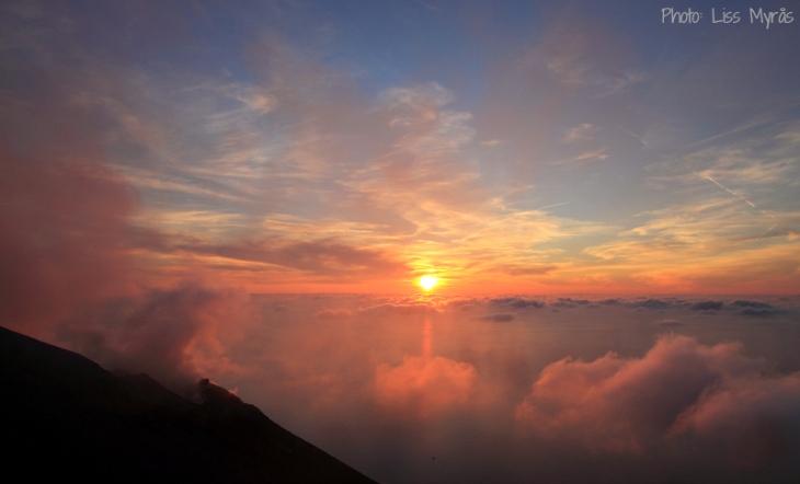 stromboli sunset active vulcano above clouds photo liss myraas