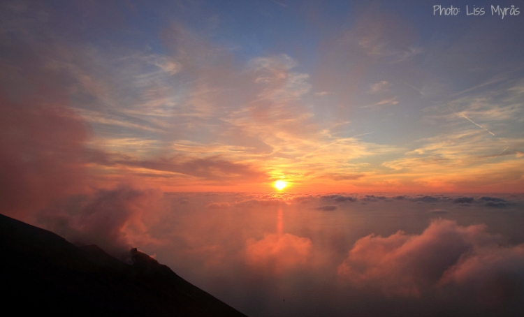 stromboli sunset active vulcano above clouds photo liss myraas