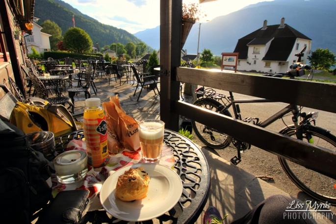 sognefjorden norwegen luster lustrabui bakery breakfast bicycle tour photo liss myraas