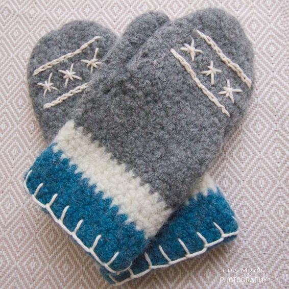 crochet mittens votter hanskar ull wool handmade pattern