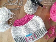 Messy bun beanie of the wool mix reflex yarn Viking of Norway