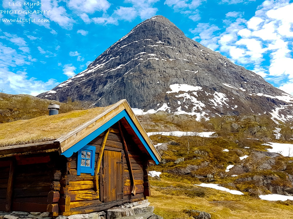 Vetledalsseter hytte cabin traditional Strynekåpa mountain Jos