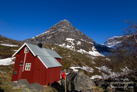 The cabin at Vetledalssetra I lodged in, managed by DNT/Nordfjord Turlag. A great place to stay overnight before go up to or/entering the glacier