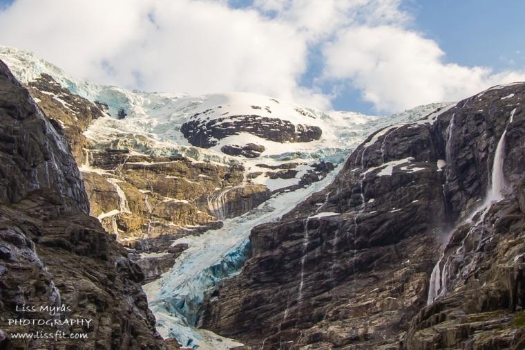 Kjenndalsbreen glacier
