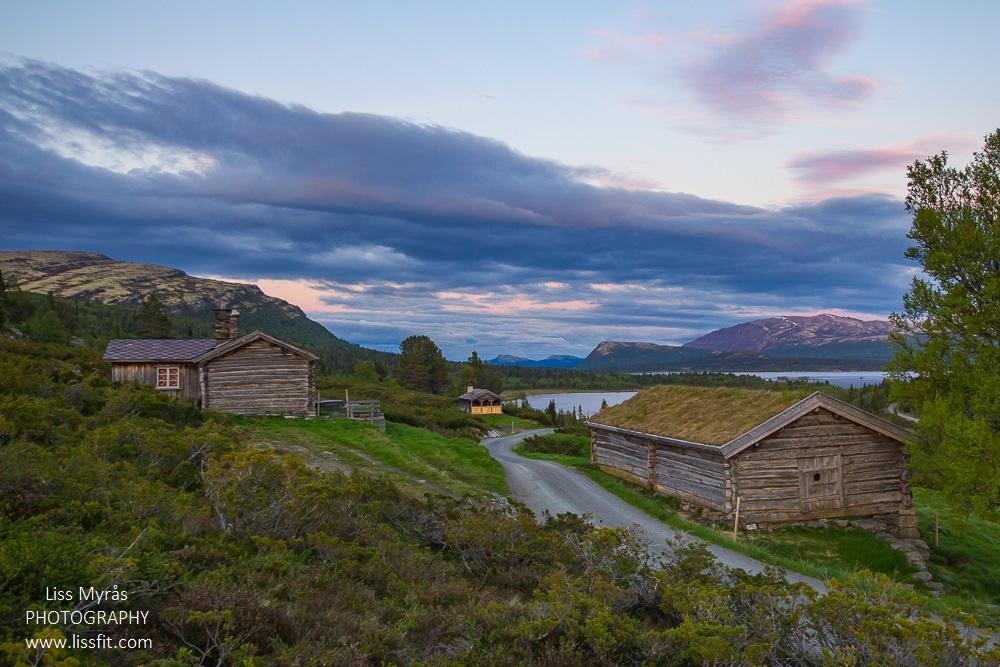 mysuseter mountain pasture cabin window view furusjoen rondablikk rondane national park seter hyttetur landscape