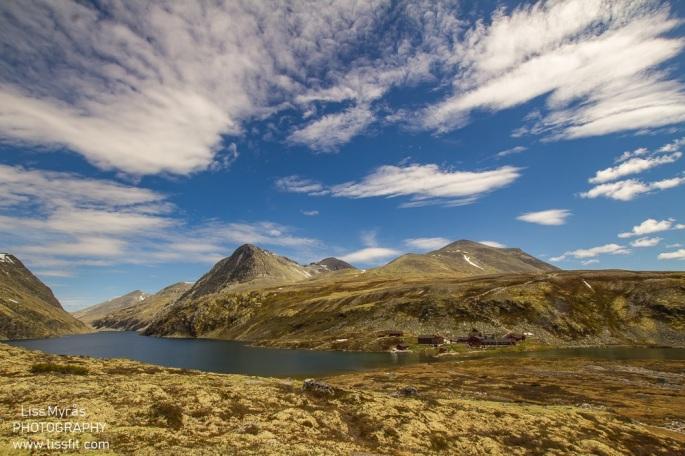 Rondvassbu DNT hytte cabin norway rondane nasjonalpark hik trails
