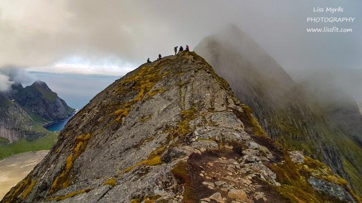 Helvetestinden fjellrygg Hells peak ridge Reine Lofoten