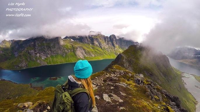 Helvetestinden Hells peak ridge Reine Kirkefjorden Vinstad Moskenes Lofoten Reinefjorden