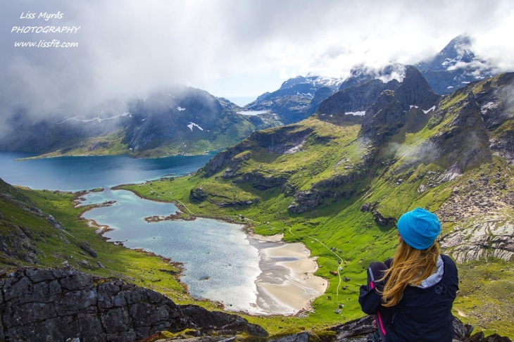 Helvetestinden ridge Reine Moskenes Lofoten hells peak ridge kirkefjorden hiking vandring fjelltur