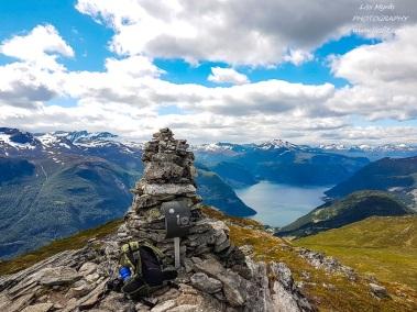 Mefjellet peak fjelltur mountain hike valldal tafjord mountains fjord landscape