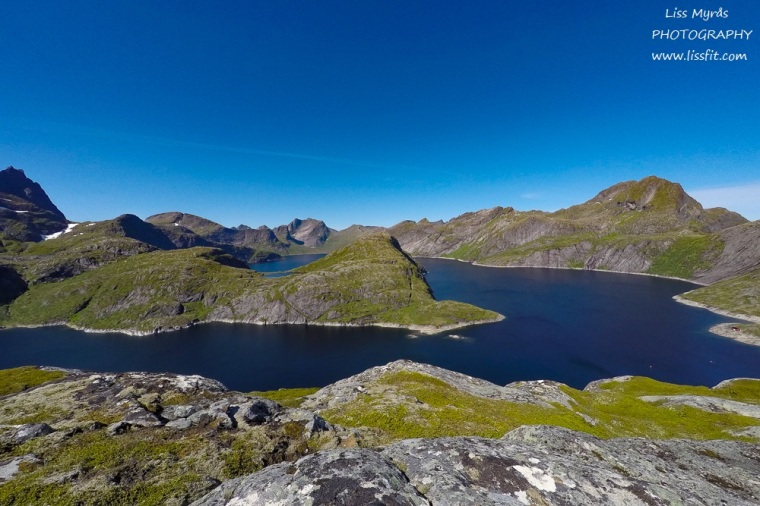 behind-reine-panoramic-view-solbjornvatnet-mountains-landscape-okstind-travel.