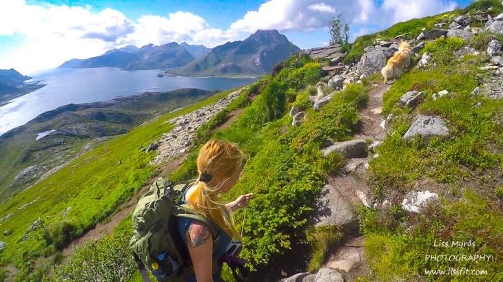 Offersøykammen turjenter travelfinsk lapphund hiking