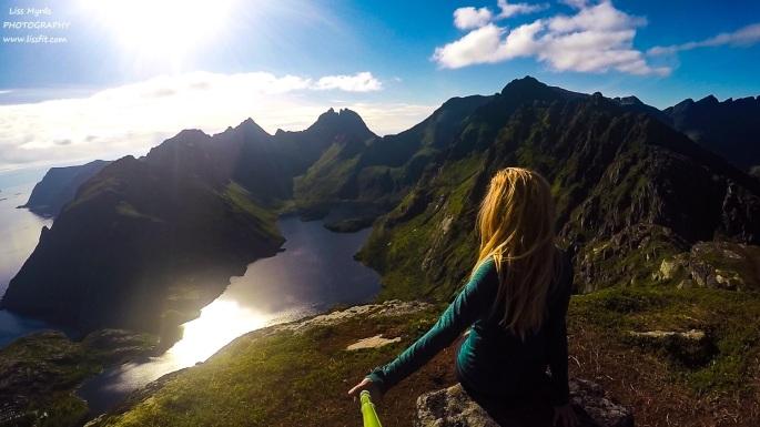hiking Lofoten tindstinden view point