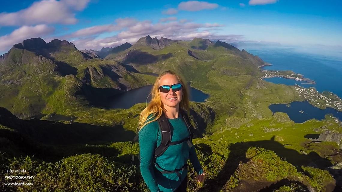 Tindstinden hike adventures Lofoten Moskenes Munkebu trail lake vandring steep mountains landscape
