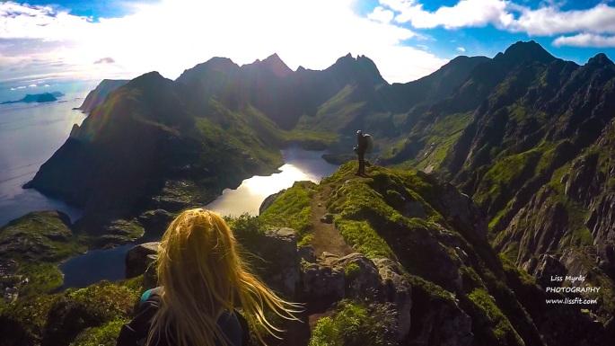indstinden hikers panoramic Lofoten Moskenes trail view point vandring steep mountains landscape