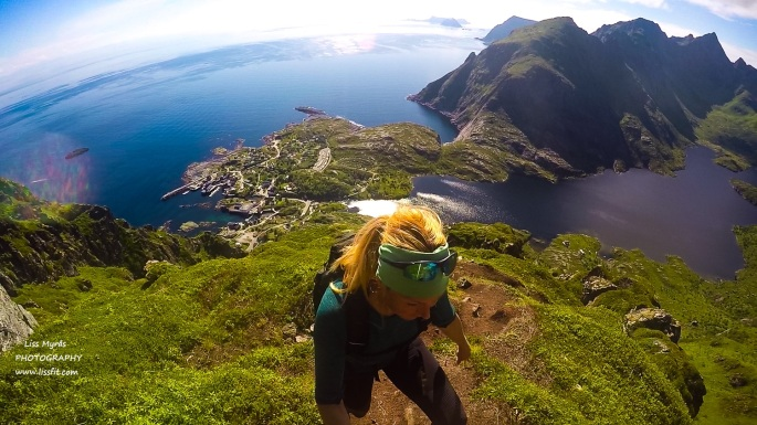 Tindstinden hiking panoramic Lofoten Moskenes steep trail vandring steep mountains landscape