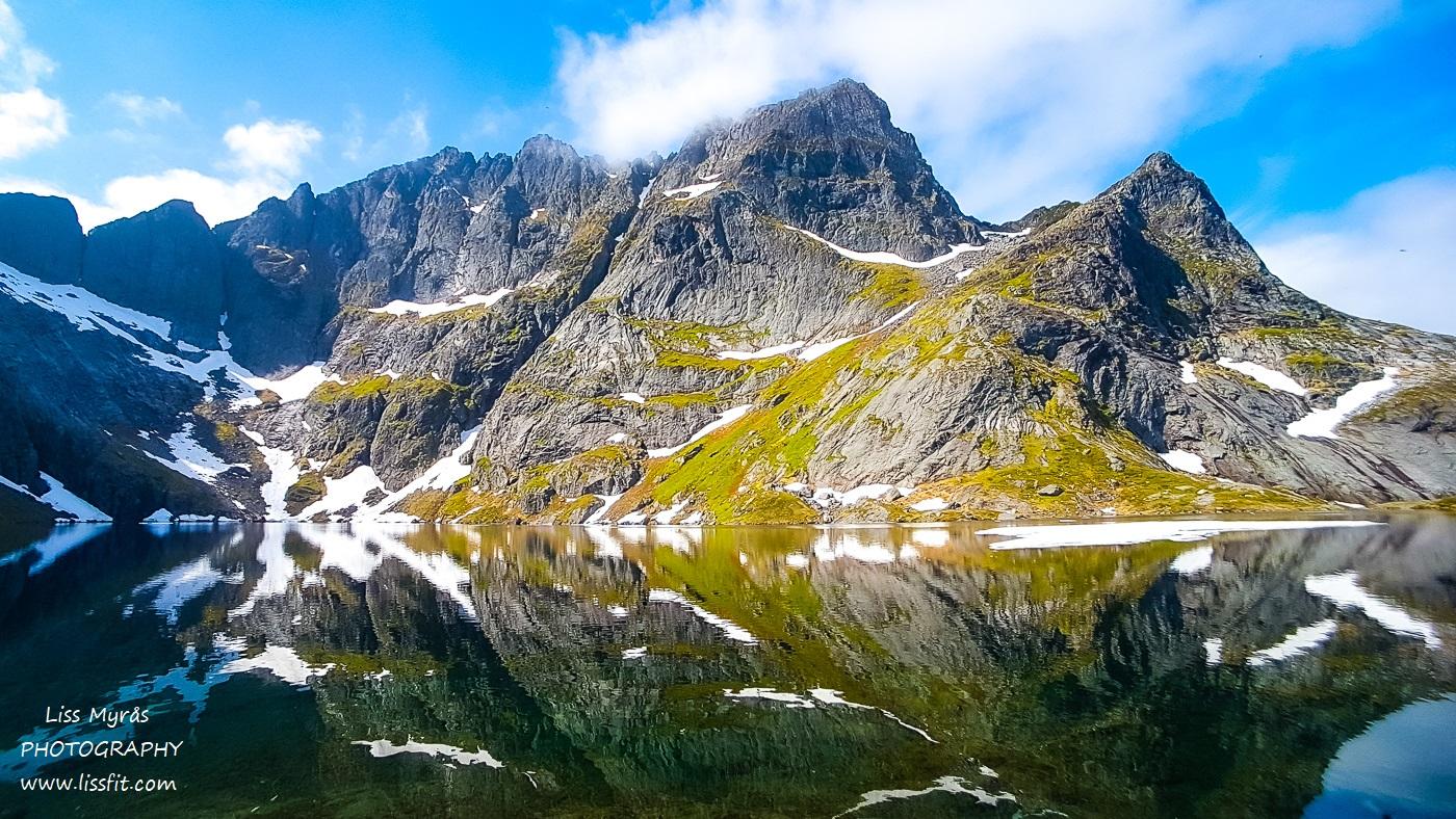 Svartvatnet lake Lofoten solbjornvatnet landscape easy hiking lapphund